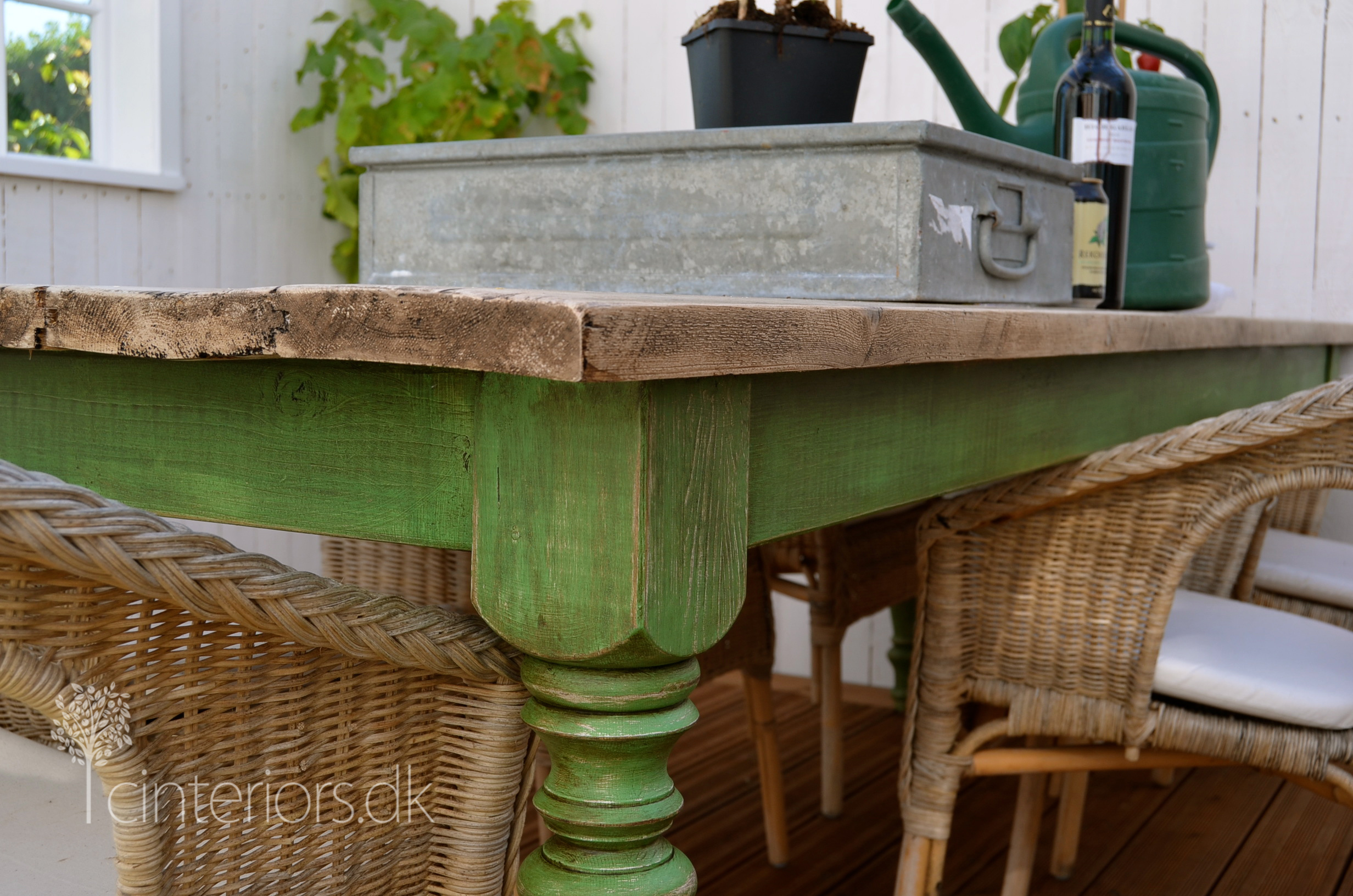 how to use chalk paint on wood table
