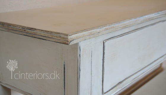 console_oldwhite2_chalkpaint