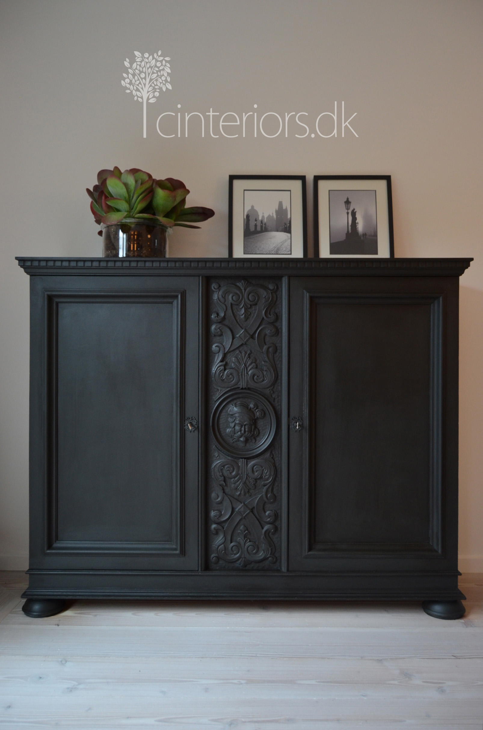 Chalk paint dark vs bright c i r u e l o i n t e r i o r s for Dark grey furniture paint